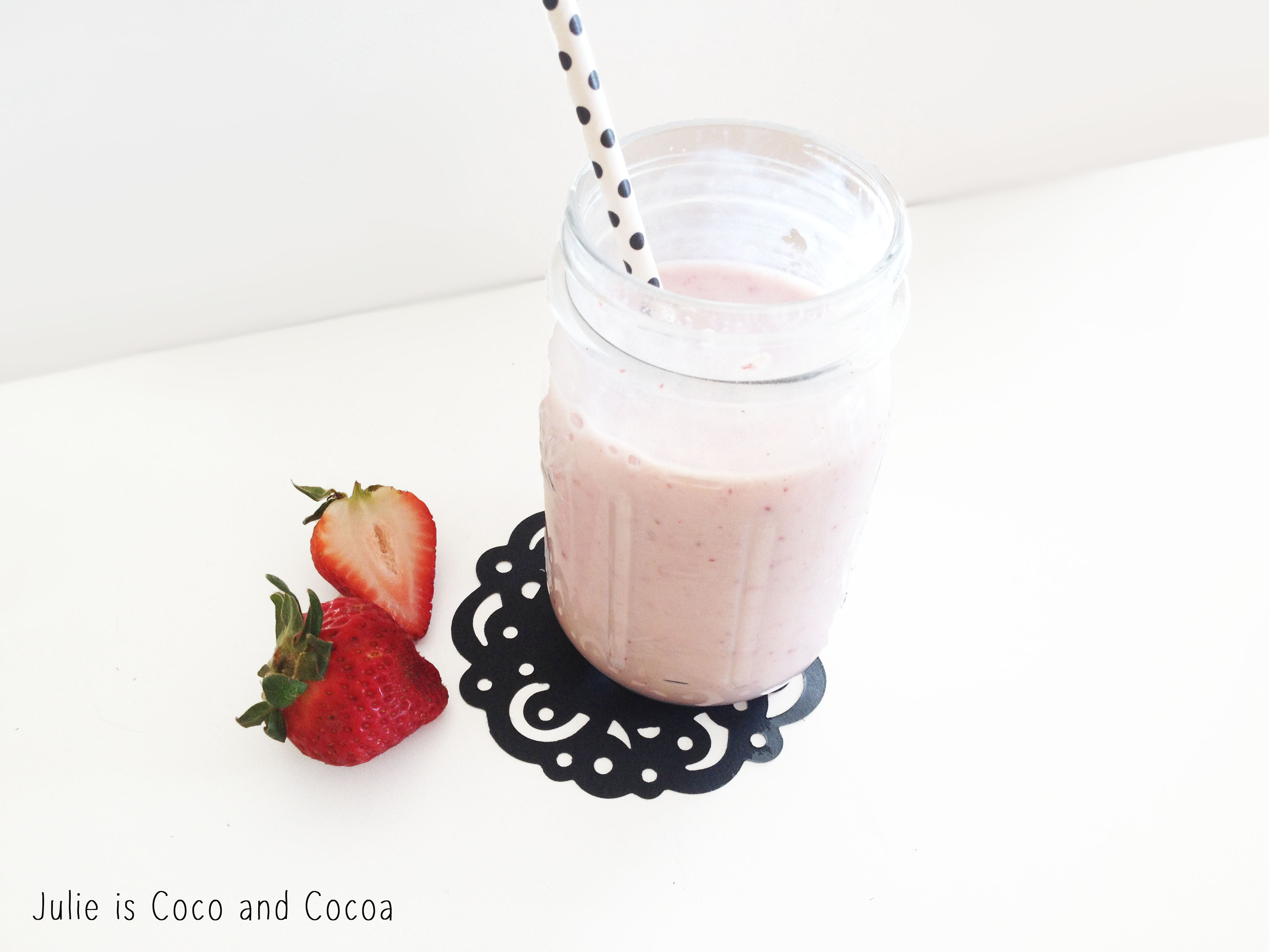 mason jar smoothie drink