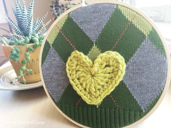 sweater-embroidery-hoop-green-crochet-heart