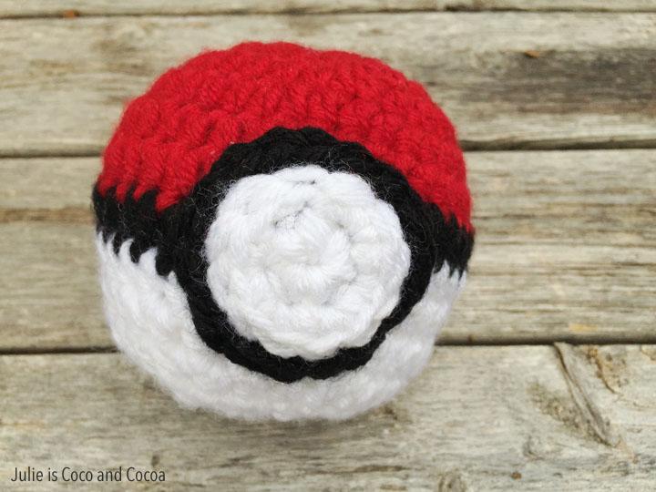 Pokémon ball amigurumi free pattern – G store Gallery | 540x720