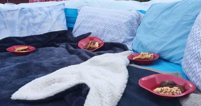 How to Throw an Outdoor Movie Night