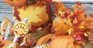 DIY Thanksgiving Pumpkin Decor {Topiary and Centerpieces}