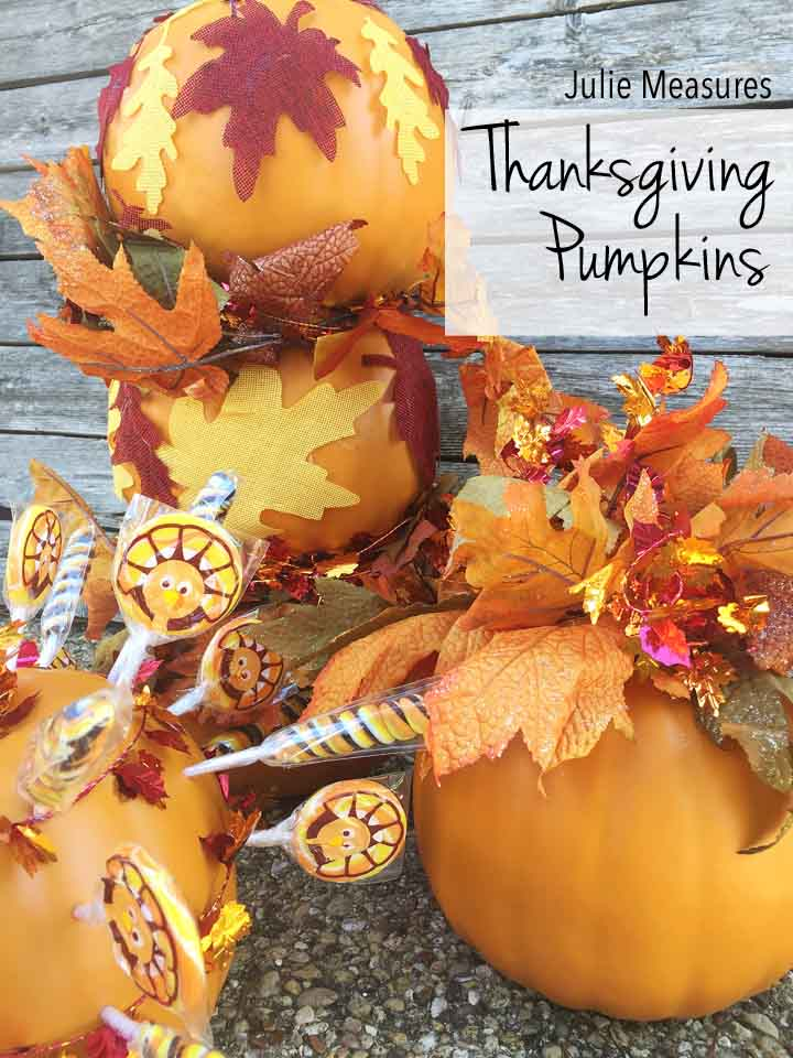 DIY Thanksgiving Pumpkin Decor {Topiary and Centerpieces}