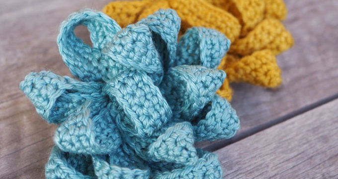 Easy Crochet Gift Bow Pattern (and $100 Happy Cards Gift Card Giveaway!)